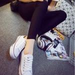 รองเท้าผ้าใบแฟชั่นผู้หญิงสีขาว ทรงคลาสิค ยอดนิยม ฮิตตลอดกาล แบบเชือกผูก แฟชั่นเกาหลี
