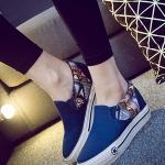 รองเท้าผ้าใบส้นตึกสีน้ำเงิน พื้นสีขาว สลักรูปดาว แบบสวม ทรงทันสมัย สวมใส่สบาย แฟชั่นเกาหลี