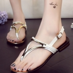 รองเท้าแตะผู้หญิงสีเงิน แบบหนีบ รัดส้น สายรัดปรับระดับได้ แต่งอะไหล่สีทอง เรียบง่าย ดูดี แฟชั่นเกาหลี