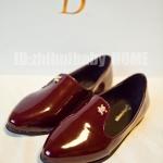 รองเท้าหุ้มส้นผู้หญิงสีแดง หนังแก้ว แบบสวม ส้นเตี้ย แฟชั่นอเมริกา