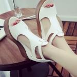 รองเท้าทรงเตารีดสีขาว แบบรัดส้น สายรัดปรับระดับได้ ทรงมัฟฟิน กำลังฮิต ห้ามพลาดแฟชั่นเกาหลี
