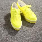รองเท้าหุ้มส้นผู้หญิงสีเหลือง หนังแก้ว พื้นหนา เชือกผูก