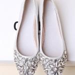รองเท้าส้นแบนแฟชั่นสีเงิน หัวแหลม แต่งเพชรหรูหรา แบบสวม น่ารัก ดูดี แฟชั่นเกาหลี