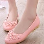 รองเท้าคัทชูส้นเตี้ยสีชมพู ลายดอกไม้ ประดับไข่มุก หนังPU พื้นยาง สไตล์หวาน พื้นนุ่ม ใส่สบายเท้า แฟชั่นเกาหลี