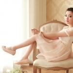 รองเท้าส้นแบนสีชมพู ทูโทน หุ้มส้น หัวกลม ประดับโบว์และระบายลายลูกไม้ ทรงตุ๊กตา น่ารัก แฟชั่นเกาหลี