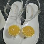 รองเท้าแตะผู้หญิงสีขาว รัดส้น แต่งส้ม วัสดุยาง กันน้ำ ดูดี แฟชั่นเกาหลี