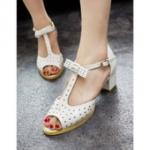 รองเท้ารัดส้นผู้หญิง สีขาว ตกแต่งด้วยหมุด ส้นหนา มีสายรัดข้อเท้า แนววินเทจ แฟชั่นเกาหลี