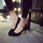 รองเท้าส้นสูงสีดำ ผ้ากำมะหยี่ หัวแหลม ส้นเข็ม ส้นสูง7ซม. แฟชั่นเกาหลี