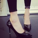 รองเท้าส้นสูงสีดำ หัวแหลม เว้าด้านข้าง หนังPUเงา เซ็กซี่ ดูดี แฟชั่นเกาหลี
