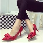 รองเท้าส้นสูงสีแดง หุ้มส้น หัวแหลม ประดับโบว์ แนวหวาน แฟชั่นเกาหลี