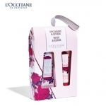 L'Occitane Holiday 15 Hugs & Kisses Arlesienne Set (HAND+LIP) ชุดครีมทามือและลิปกลอส มอบความหอมกลิ่นดอกไม้ 3 ชนิด อย่าง Provence, May rose, Violet และ Saffron พร้อมความชุ่มชื่นเข้มข้นจาก Shea Butter มอบสัมผัสที่เบาสบาย ไม่เหนียวเหนอะหนะ