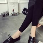 รองเท้าคัทชูผู้หญิงสีดำ ส้นเตี้ย หัวแหลม แบบเชือกผูก หนังPU แนววินเทจ แฟชั่นเกาหลี