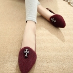 รองเท้าแฟชั่นผู้หญิงสีแดง หุ้มส้น ทรงบัลเลต์ ประดับตรากางเขน แฟชั่นเกาหลี