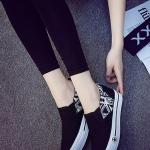 รองเท้าผ้าใบส้นตึกสีดำลายขาว พื้นสีขาว สลักรูปดาว แบบสวม ทรงทันสมัย สวมใส่สบาย แฟชั่นเกาหลี