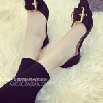 รองเท้าส้นสูงสีดำ หัวแหลมแต่งเข็มขัดใหญ่ ส้นเข็ม รัดส้น แฟชั่นยุโรป