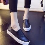 รองเท้าผ้าใบผู้หญิงสีดำ วัสดุหนัง พื้นหนา แบสวม ประดับหมุด เรียบง่าย ทันสมัย แฟชั่นเกาหลี