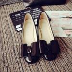 รองเท้าหุ้มส้นผู้หญิงสีดำ หนังแก้ว ประดับโบว์ ส้นหนา แฟชั่นเกาหลี