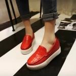 รองเท้าหุ้มส้นผู้หญิงสีน้ำตาล แบบสวม หนังจระเข้ พื้นหนาสีขาว แฟชั่นเกาหลี
