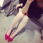 รองเท้าส้นสูงผู้หญิงสีแดง หนังกำมะหยี่ หัวแหลม ประดับโบว์ แฟชั่นเกาหลี