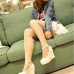 รองเท้าส้นเตารีดสีครีม วัสดุPU กันน้ำ มีเข็มขัดรัดข้อเท้า ส้นสูง5-8CM แฟชั่นเกาหลี