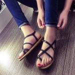 รองเท้าแตะผู้หญิงสีดำ พื้นสีน้ำตาล แบบสายรัด แนววินเทจ แฟชั่นเกาหลี