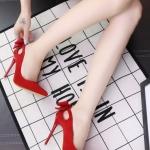 รองเท้าส้นสูงหัวแหลม สไตล์หวาน หนังกำมะหยี่นิ่ม (สีแดง)