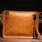 กระเป๋าถือทรงคลัทช์ Clutch หนังวัวแท้ 100% สำหรับผู้ชาย สีน้ำตาลอ่อน