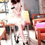 รองเท้าคัทชูผู้หญิงสีดำ หัวกลม ประดับโบว์ สายคาดลูกไม้รูปหัวใจ น่ารัก ส้นสูง4cm เข็มขัดรัดข้อเท้า แฟชั่นเกาหลี