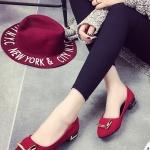 รองเท้าคัทชูส้นเตี้ยสีแดง หัวแหลมแต่งแผ่นโลหะ หนังกำมะหยี่ ทรงสุภาพ ใส่ทำงาน แฟชั่นเกาหลี