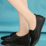 รองเท้าคัทชูผู้หญิงสีดำ หัวแหลม หนังPU แบบร้อยเชือก ใส่แล้วเท้าเรียว พื้นยาง น่ารัก แฟชั่นเกาหลี