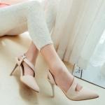 รองเท้าส้นสูงสีครีม รัดส้น หัวแหลม ออกแบบสายรัดเก๋ไก๋ ส้นเข็ม ส้นสูง8.5cm แฟชั่นเกาหลั
