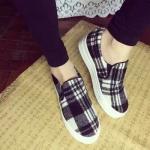 รองเท้าผ้าใบผู้หญิงสีดำ ลายสก็อต พื้นหนา แฟชั่นเกาหลี