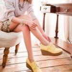 รองเท้าผ้าใบส้นเตารีดสีเหลือง ทูโทน หัวกลม แบบเชือกผูก ส้นสูง7cm คลาสสิค แฟชั่นเกาหลี