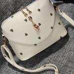 กระเป๋าสะพายข้างสีขาว ประดับด้วยพวงกุญแจแมว สายสะพายข้างถอดออกได้ แฟชั่นเกาหลี