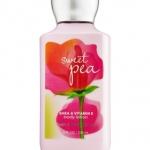 Bath & Body Works Sweet Pea Body Lotion กลิ่นดอกสวีทพี หอมหวานสดใส คล้ายเยลลี่สีชมพูในถ้วยใส ด้วยความหอมน่ารักสดใสซุกซน