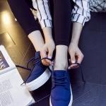 รองเท้าผ้าใบแฟชั่นเกาหลีสีน้ำเงิน ส้นตึก พื้นสีขาว แต่งลอนนูน แบบเชือกผูก แนววินเทจ