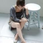 รองเท้าแฟชั่นผู้หญิงส้นเตี้ยสีครีม หุ้มส้น หนังPU พื้นไมโครไฟเบอร์ หัวกลม มีเข็มขัด แฟชั่นเกาหลี