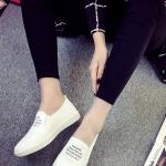 รองเท้าผ้าใบผู้หญิงสีขาว ส้นแบน แบบสวม หนังPU ทรงทันสมัย วัยรุ่นชอบใส่ แฟชั่นเกาหลี