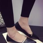 รองเท้าคัทชูส้นแบนสีดำ หัวแหลม แต่งสายคาดสีทอง วัสดุพียู สไตล์หวาน น่ารัก ทรงสุภาพ แฟชั่นเกาหลี