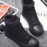 รองเท้าผ้าใบแฟชั่นผู้หญิงสีดำ พื้นสีดำ หุ้มข้อ แบบเชือกผูก มีเข็มขัดรัดข้อเท้า ทรงทันสมัย ใส่กับกางเกงขาเดฟ