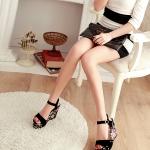 รองเท้าส้นเตารีดสีดำ ลายดอกไม้ สายคาดกำมะหยี่ มีเข็มขัดรัดข้อเท้า ปรับระดับได้ ส้นสูง8cm แฟชั่นเกาหลี