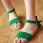 รองเท้าแตะผู้หญิงสีเขียว ทูโทน รัดส้น แบบสวม พื้นแบน สล์โรมัน มีเข็มขัดรัดข้อเท้า แฟชั่นเกาหลี