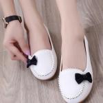 รองเท้าคัทชูส้นเตี้ยสีขาว แต่งโบว์สีดำ หนังPU พื้นยาง สไตล์หวาน แฟชั่นเกาหลี