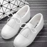 รองเท้าผ้าใบแฟชั่นเกาหลีสีขาว มีภู่ระบาย เชือกผูกแบบโบว์ พื้นหนา น่ารัก ทันสมัย ใส่ลำลอง