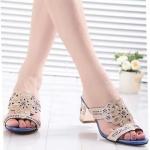 รองเท้าแตะผู้หญิงสีน้ำเงิน ส้นสูง สายคาดสีทอง ลายฉลุ ประดับคริสตัล แบบเปิดส้น ส้นสูง6cm แฟชั่นเกาหลี