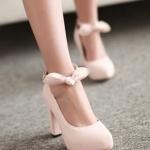 รองเท้าคัทชูส้นสูงสีครีม หัวกลม เข็มขัดรัดข้อเท้าประดับโบว์ ส้นสูง10cm หวานหวาน แนวเจ้าหญิง แฟชั่นเกาหลี