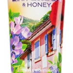 Bath & Body Works French Lavender & Honey Body Cream 226g. ครีมบำรุงผิวสุดเข้มข้น อีกทั้งมีกลิ่นหอมติดทนนาน กลิ่นหอมของดอกลาเวนเดอร์ฝรั่งเศส ผสมกับดอกลิลลี่และ musk หอมนุ่มนวลน่าหลงไหล