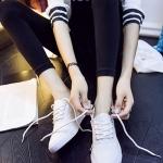 รองเท้าผ้าใบแฟชั่นเกาหลีสีขาว หุ้มส้น เชือกกลม ทรงทันสมัย น่ารัก สวมใส่สบาย แฟชั่นมาใหม่