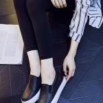 รองเท้าผ้าใบแฟชั่นผู้หญิงสีดำ หัวกลม หนังPU ด้านในเป็นกำมะหยี่ แบบสวม เรียบง่าย ทันสมัย แฟชั่นเกาหลี