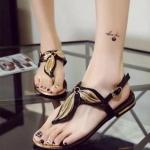 รองเท้าแตะผู้หญิงสีดำ ส้นเตี้ย รัดส้น แต่งกราฟฟิกลายใบไม้ สายรัดปรับระดับได้ แฟชั่นเกาหลี